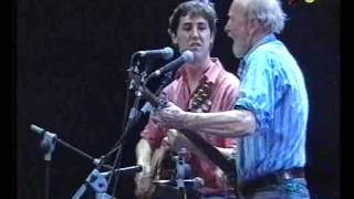 "Pete Seeger canta ""Way Out There"", Palau Sant Jordi, Barcelona, abril 1993"