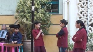 مشهد عن الصداقة في طابور مدارس طيبة من تأليف الطلاب 304-2013