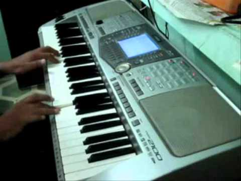 aati rahengi baharen on piano
