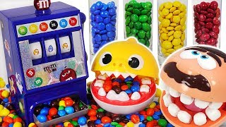 M&M dispenser machine color play with Baby shark, Dentist doctor drill #PinkyPopTOY