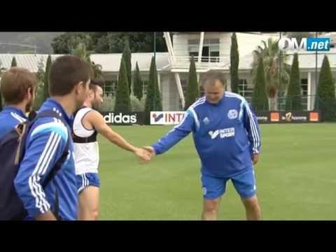 La poignée de main de Marcelo Bielsa à Mathieu Valbuena