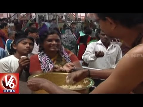 Devotees Fires On Basara Saraswathi Temple Management Over Laddu Prasadam | V6 News