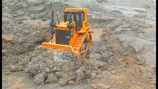 RC CONSTRUCTION EQUIPMENT AT WORK! HEAVY RC DOZER AND VOLVO MACHINES IN THE MUD! RC LIVE ACTION