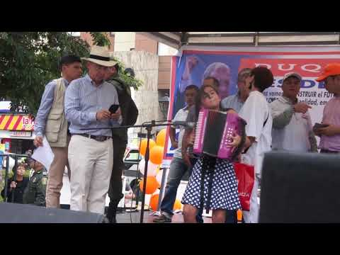 Isabel Sofia Picón Le Toca El Acordeón  Al Expresidente Uribe