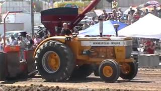 Minneapolis-Moline G1000 pulling Bedford 2012
