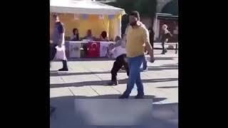 Ak parti seçim şarkısıyla kendinden geçen dayı çılgınca dans ediyor