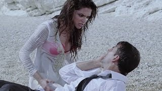 Hot Deepika Padukone kissing on a beach - Housefull