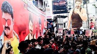 Mersal FDFS in Kerala - Ultimate Celebration by Thalapathy Vijay Fans! | TN 319