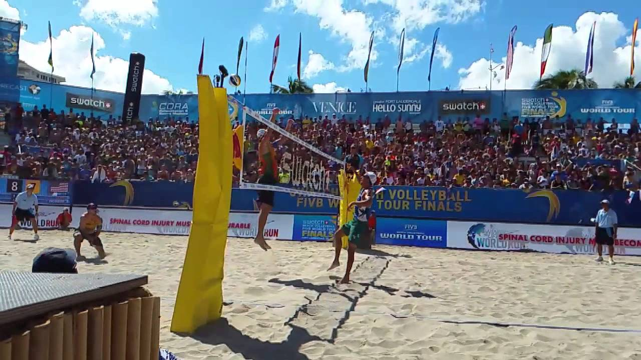 2015 World Tour Finals Dalhausser dives to save the play