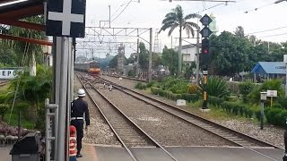 [HD] TWO KRL ARRIVED (FROM DEPOK KRL DEPOT & CITAYAM) AT THE SAME TIME