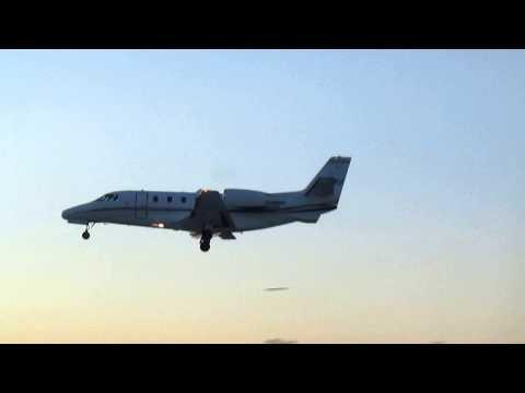 Embraer Phenom 100 sunset landing in Lexington Kentucky Blue Grass Airport ( KLEX )