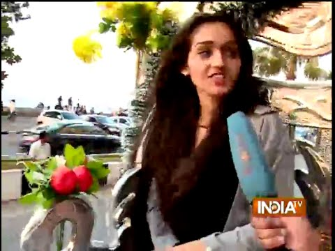 Watch Meera aka Tanya Sharma Marine Drive Activity