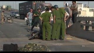 Tai nạn kinh hoàng khiến 2 người chết trên cầu Phú Mỹ (TP.HCM)
