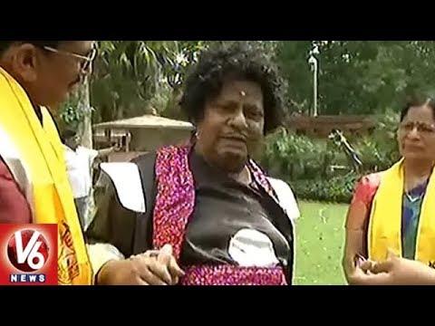 TDP MPs Continues Protest At Parliament | MP Siva Prasad Dresses Up As Mayala Pakir | V6 News