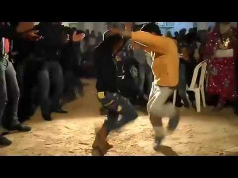 رقص عجيب بين زوز صغار في عرس تونسي ههه thumbnail