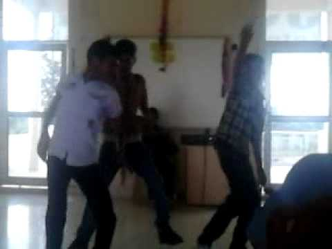 Funny Dance On Lakh 28 Kudi Da video