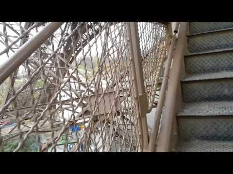 Билеты на Эйфелеву башню. Вход. Иду по лестнице.