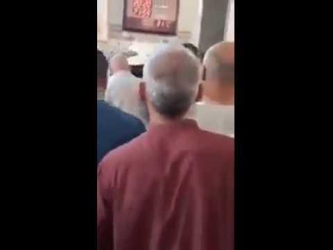 إمام مسجد يعتدي بالضرب على أحد المصلين في الجزائر thumbnail