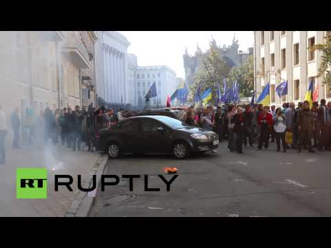 Ukraine: Watch Right Sector detonate explosives in central Kiev
