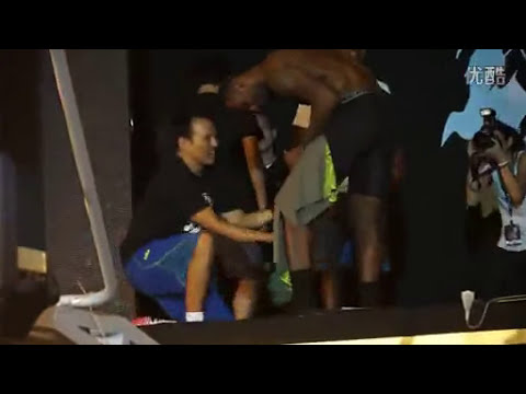 LeBron James strips on stage in Taiwan