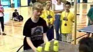 Thumb Emily Fox, Récord Mundial en mover vasos