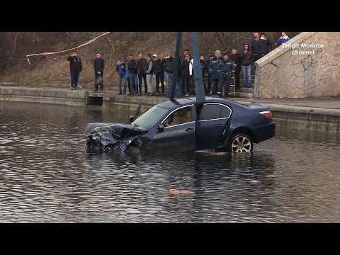 ДТП в Марьино. В Москве в пруду затонул BMW.  In the Moscow pond sunk BMW.