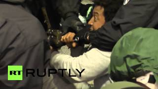 Germany: Chained-up refugees resist police eviction from occupied building - Ruptly TV