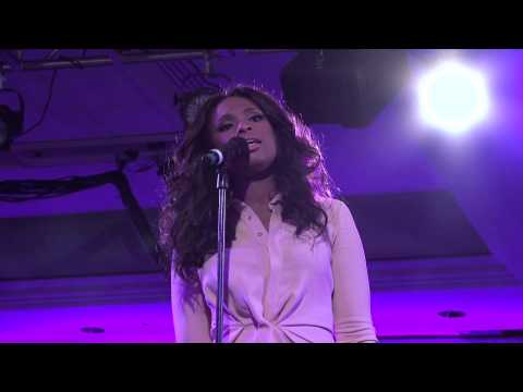 Jennifer Hudson performing The First Time Ever I Saw Your Face