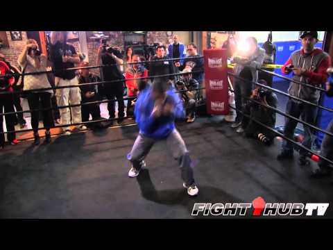 Yuriorkis Gamboa vs. Michael Farenas: Gamboa shadow boxing routine Image 1