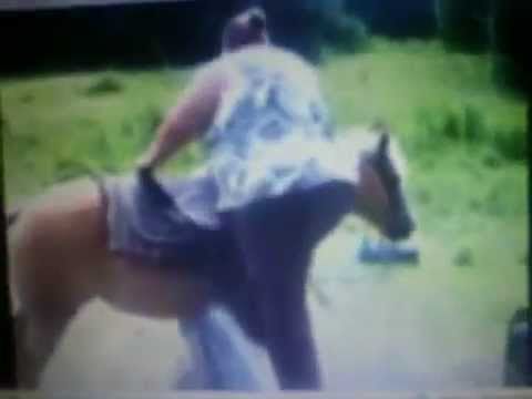 fat ladie cant get on a horse