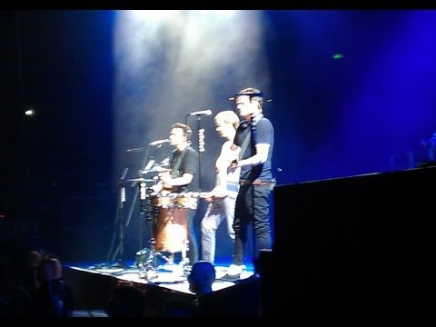 Blink 182 Sydney 2013 All Of This Acoustic Live
