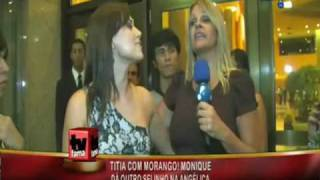 Titia Monique no hotel com Morango