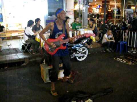De beste Straatmuzikant @ kao san road Bangkok