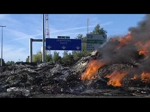French motorway remains closed after travellers end blockade