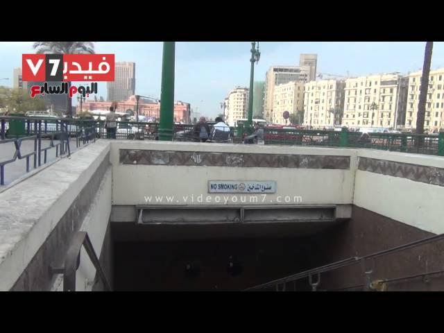 """بالفيديو.. شاهد مدخل مترو """"التحرير"""" يتحول إلى مقلب قمامة ومراحيض عامة"""