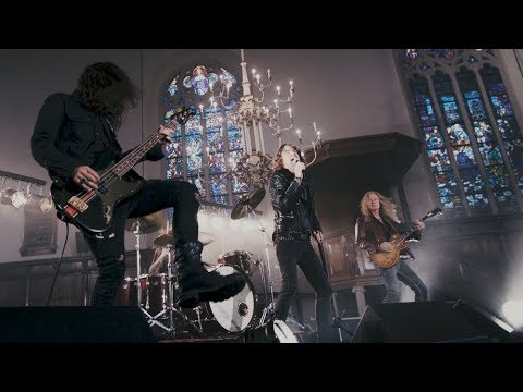 Vandenberg's MoonKings - What Doesn't Kill You (Official Music Video)