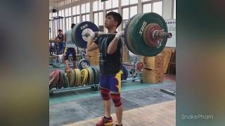WEIGHTLIFTING TRAINING IN CHINA