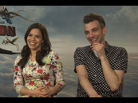 Jay Baruchel and America Ferrera on smoking quidditch in 'How to Train Your Dragon 2'