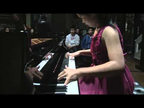 Annie (13) Plays Liszt&#39;s &quot;Un Sospiro&quot;