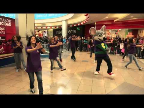 Chuck E. Cheese baila en Plaza Norte