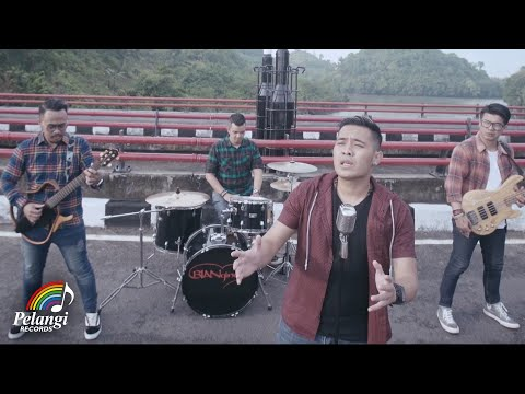 Bian Gindas - 100% Kangen (Official Music Video)