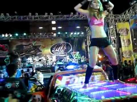 Bangkok Motor Show 2011  Sexy Coyote