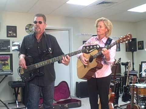 Gayle & Sandy King Bee.AVI