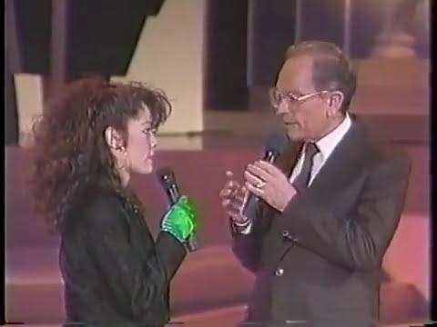 Tatiana golpea a una policia en el aereopuerto?? WTF!! 1989