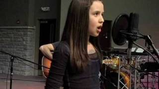 11 Year-Old Girl Sings a Breathtaking Version of a Christian Song