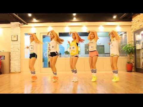 Сексуальные девушки танцуют и поют - подними себе настроение!
