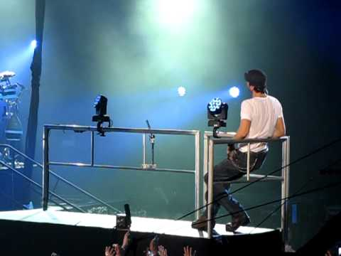 Enrique Iglesias - Taking Back My Love live Euphoria Tour 2011...