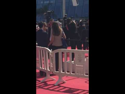 Kristen Stewart dancing & supporting her friends at the 'American Honey' Cannes World Premiere