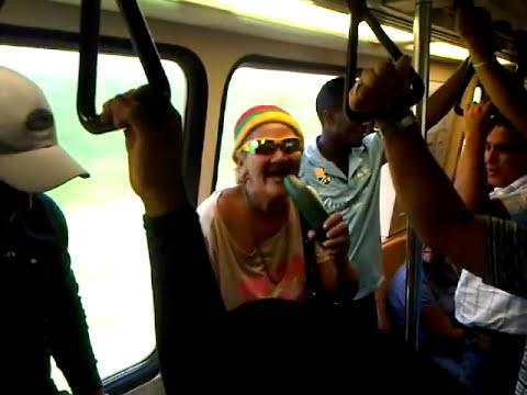 cindy sin diente en el metro 2012New