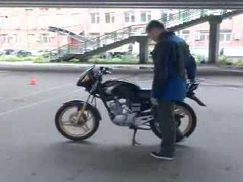 Вращение мотоцикла вокруг вертикальной оси